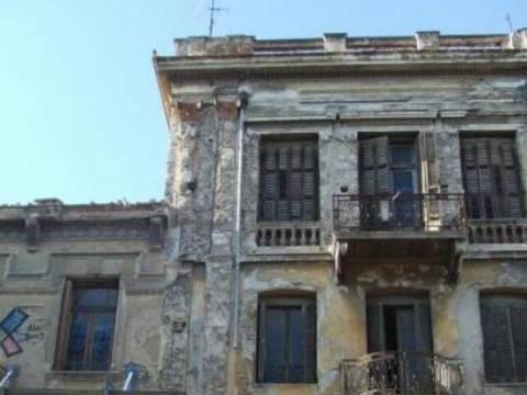 Στοπ σε πεζούς λόγω επικινδυνότητας κτιρίου στην Αθήνα