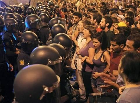 Μαδρίτη: Αστυνομικοί απομάκρυναν ξανά τους «αγανακτισμένους»