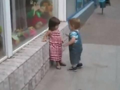 Βίντεο: Από μικρός στο…καμάκι