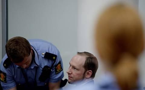 Δίκη Μπρέιβικ: Εκτός κινδύνου ο άνδρας που αυτοπυρπολήθηκε