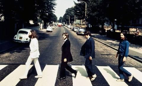 Beatles: Πώς λύθηκε ο γρίφος του εξώφυλλου του «Abbey Road»