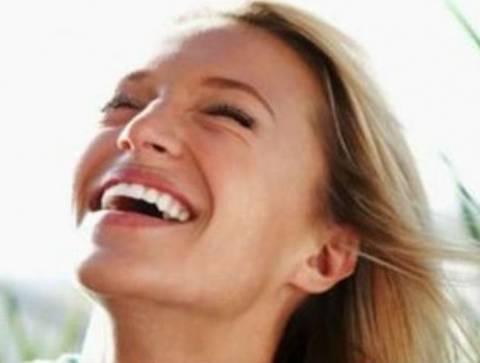 H γιόγκα γέλιου «υπόσχεται» υγεία