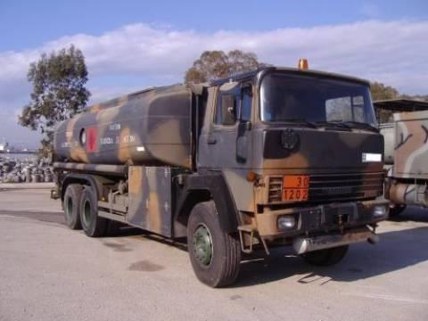 Στρατιωτικό βυτιοφόρο εφοδίαζε καύσιμα σε ιδιώτες