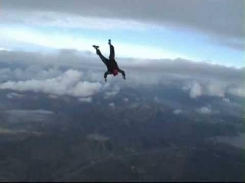 Παγκόσμιο ρεκόρ: Ελεύθερη πτώση χωρίς αλεξίπτωτο! (βίντεο)