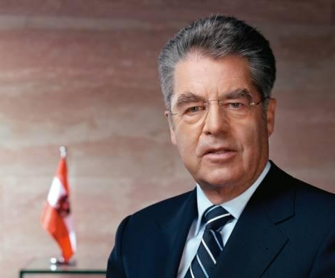 Φίσερ: Η παραμονή της Ελλάδας στο ευρώ είναι η φθηνότερη λύση