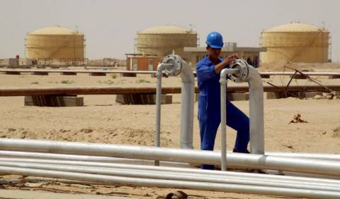 Σε ελεύθερη πτώση η τιμή του πετρελαίου