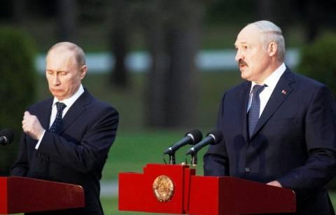 Στήριξη και… λεφτά προσφέρει ο Πούτιν στον Λουκασένκο