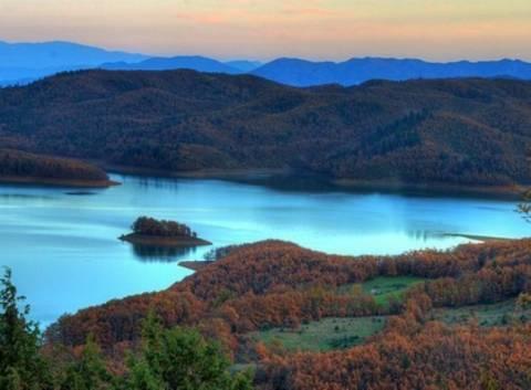 Kινδυνεύει με υπερχείλιση η λίμνη Πλαστήρα