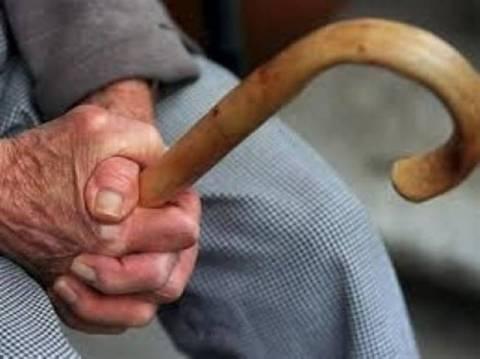 Άγριο ξυλοδαρμός ηλικιωμένου στη Λαμία (ΣΟΚΑΡΙΣΤΙΚΗ ΦΩΤΟ)