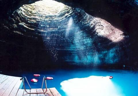 Μπάνιο σε υπόγεια πισίνα (φωτο)