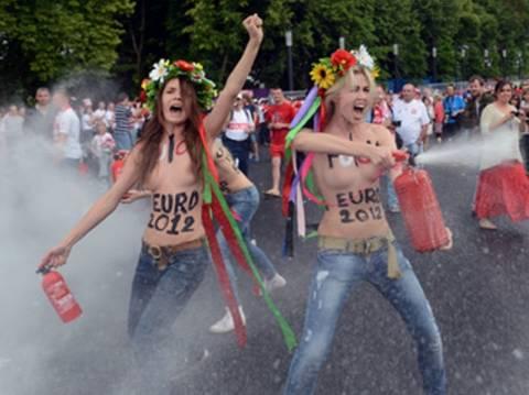 FEMEN: Το ποδόσφαιρο είναι σπέρμα που κυνηγάει ένα αυγό