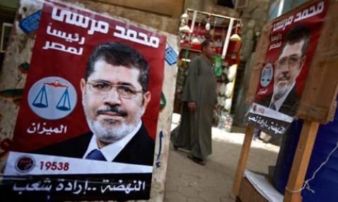 Αίγυπτος: H πλευρά του Αχμέντ Σαφίκ δεν παραδέχεται τη νίκη του Μόρσι
