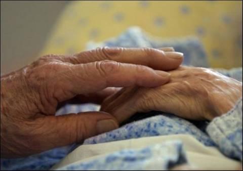 Ηλικιωμένη βρέθηκε νεκρή με χτυπήματα στο κεφάλι