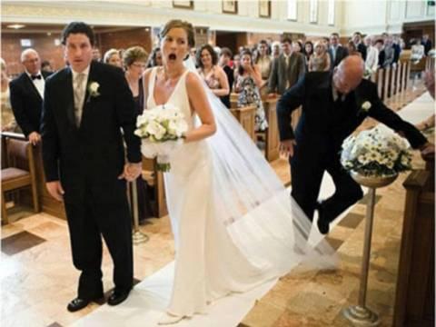 Φωτογραφίες γάμου που θα ήθελαν σίγουρα να ξεχάσουν (pics)
