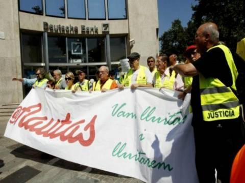 Βαρκελώνη: Συνταξιούχοι εισέβαλαν στο προξενείο της Γερμανίας