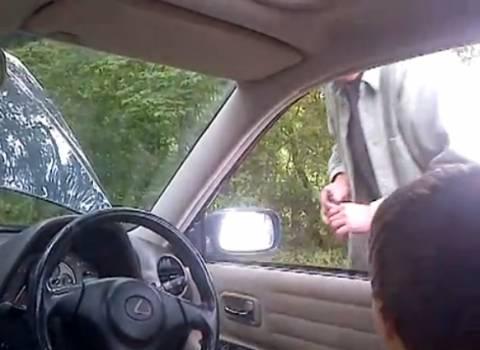 Βίντεο: Έκανε ηλεκτροσόκ στον πατέρα του