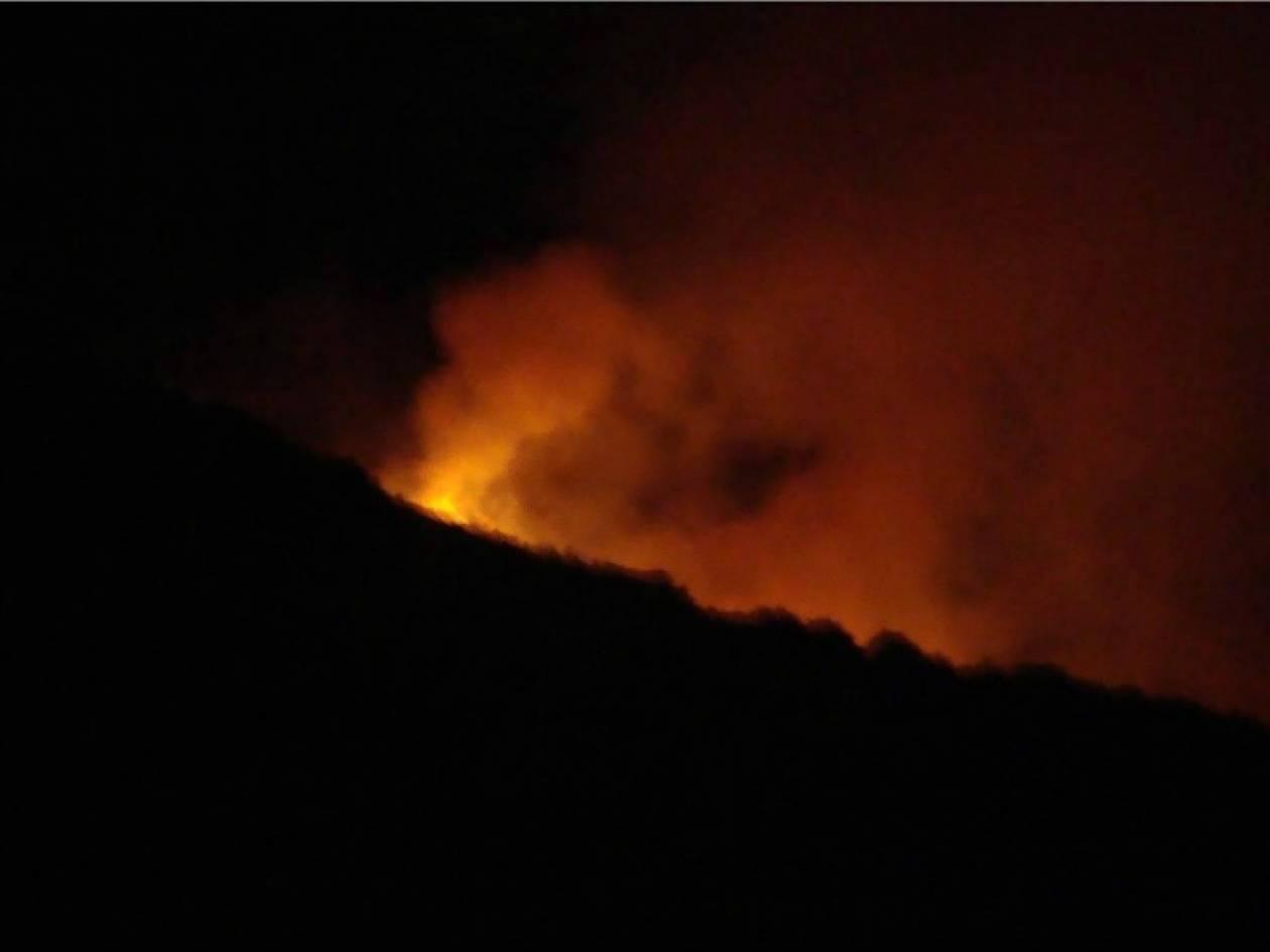 Υπό μερικό έλεγχο η φωτιά στο Σχιστό