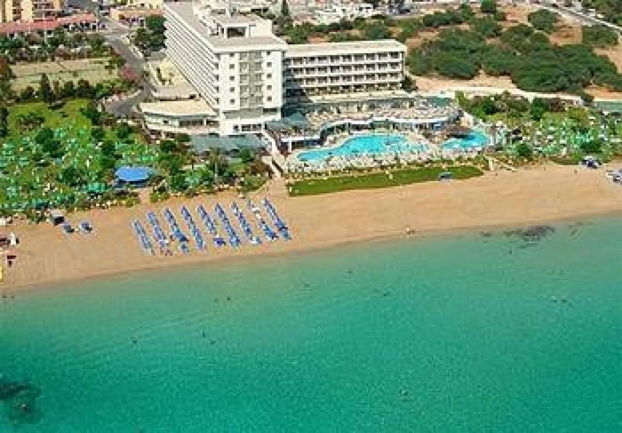 Η αισχροκέρδια βασιλεύει...στις παραλίες της Κύπρου