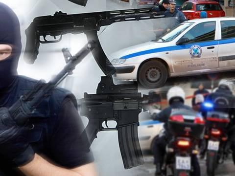 19 συλλήψεις για τη συμμορία με τα καλάσνικοφ
