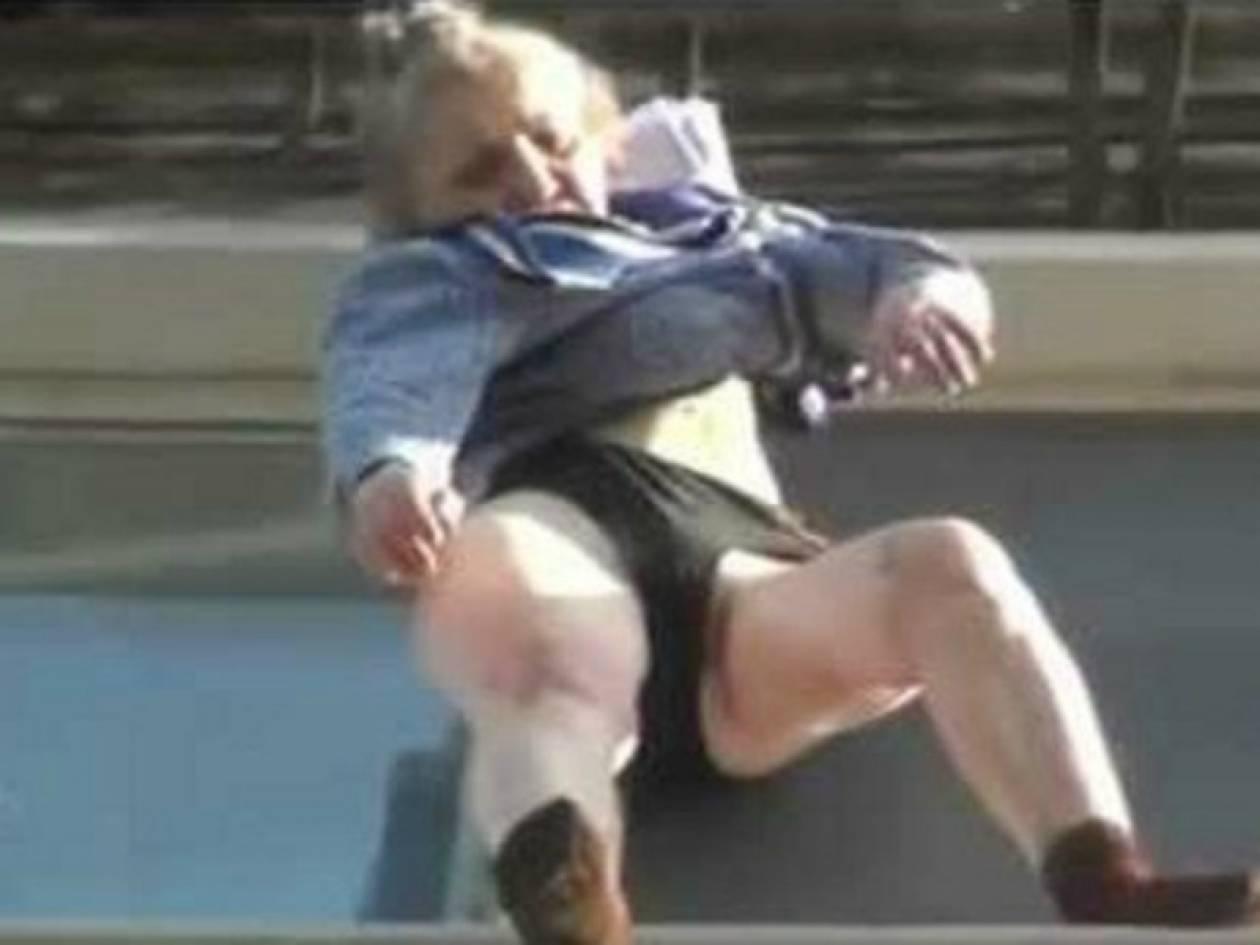 Βίντεο: Γιαγιά έπεσε από τον 8ο και την έσωσε το φόρεμά της!