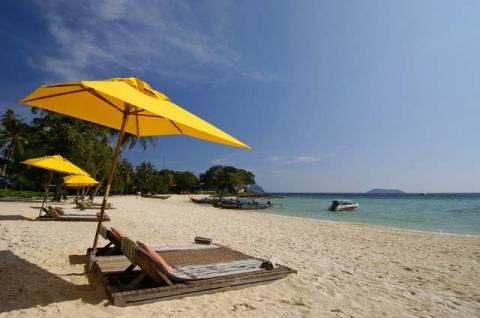 Η εκμετάλλευση στις παραλίες παρά τη κρίση συνεχίζεται...