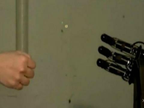 Το ρομπότ που κερδίζει πάντα στο πέτρα-ψαλίδι-χαρτί (vid)