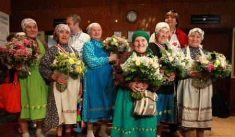 Οι «Γιαγιάδες από το Μπουράνοβο» τρέχουν σε τουρνέ...