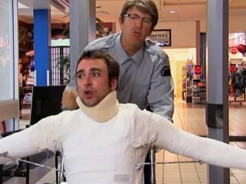 Απίστευτη φάρσα: Όταν ο τραυματίας περνάει από έλεγχο... (vid)