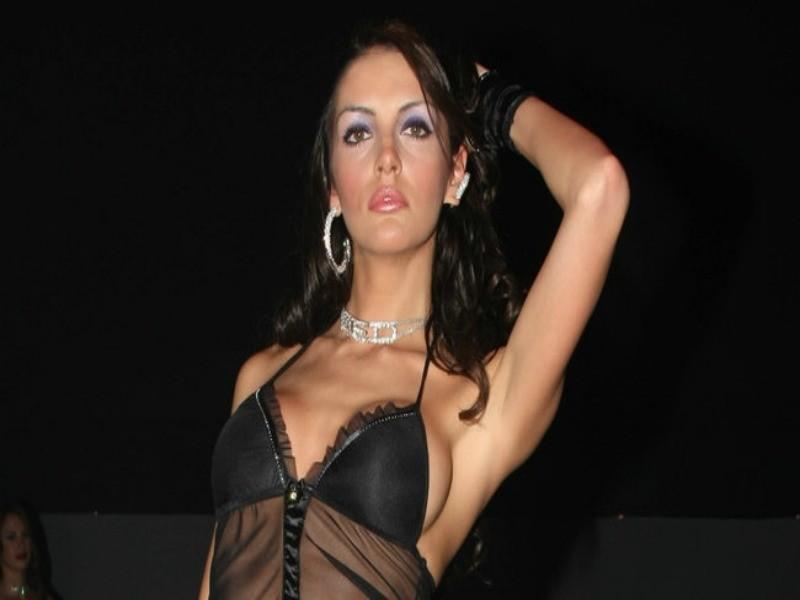 Η καυτή Ελληνίδα που έκλεψε την καρδιά του Μπαλοτέλι (pics)