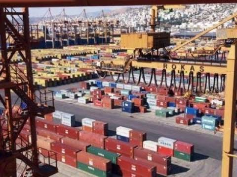 Αυξάνεται η διακίνηση φορτίων στον Πειραιά