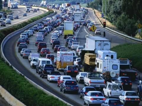 Μειωμένες οι εκπομπές ρύπων από οχήματα το 2011