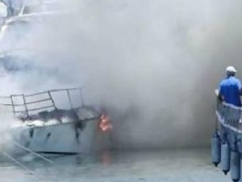 Στις φλόγες φωτιά σε σκάφος στο Ξυλόκαστρο