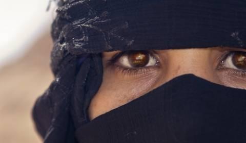 Mε μαντίλα και οι τουρίστριες στο Ντουμπάι