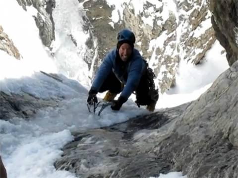 Βίντεο: Ορειβάτης γλύτωσε την τελευταία στιγμή!