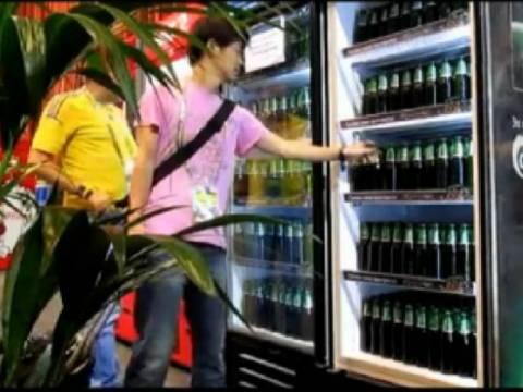 Euro 2012: Δημοσιογράφοι αδειάζουν ψυγείο με μπύρες σε 3 λεπτά! (vid)