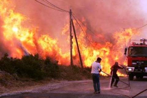 Σε εξέλιξη πυρκαγιά στον Κάλαμο