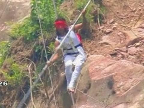 Σοκαριστικό: Κινέζος σχοινοβάτης πέφτει από τα 200 μέτρα (vid)