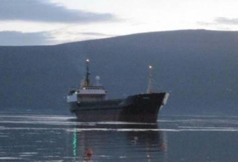 Προσάραξη φορτηγού πλοίου με 10 άτομα στους Λειψούς