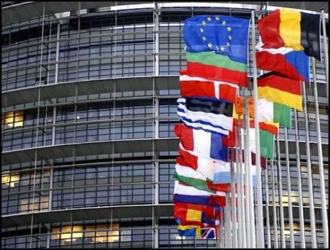 «Πυρ ομαδόν» από Ε.Ε για τις καθυστερήσεις στην Ελλάδα