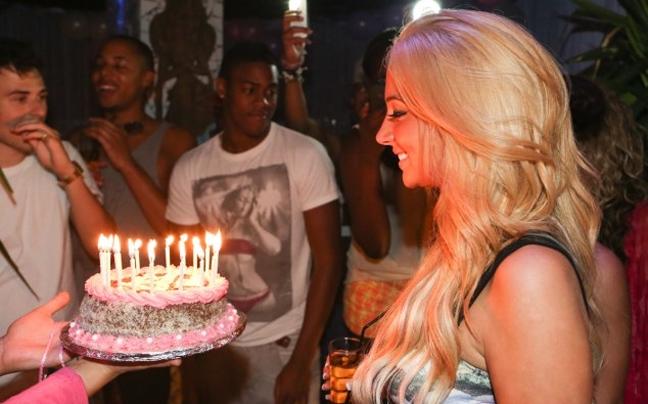 Tulisa Contostavlos: Ξεφάντωσε στο πάρτι γενεθλίων της