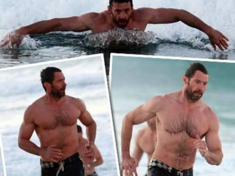 Hugh Jackman: Σέξι κι όποιος αντέξει στις παραλίες της Αυστραλίας