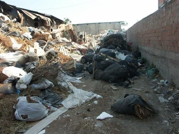 Έφοδος σε υγειονομική «βόμβα» στο Αιγάλεω