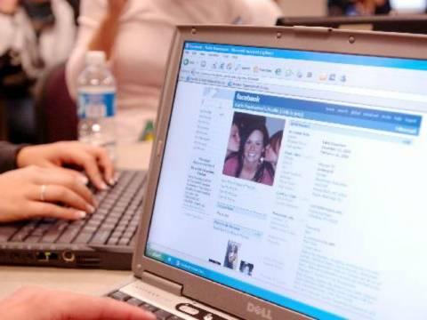 Μάστιγα ο εθισμός των εφήβων στο διαδίκτυο