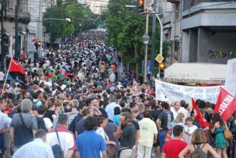 Σε εξέλιξη η πορεία διαμαρτυρίας του ΠΑΜΕ για τους Χαλυβουργούς