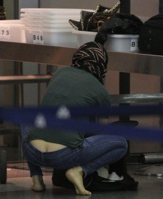 Sexy ατύχημα: Δεν σκύβουμε όταν φοράμε χαμηλοκάβαλο τζιν! (pics)