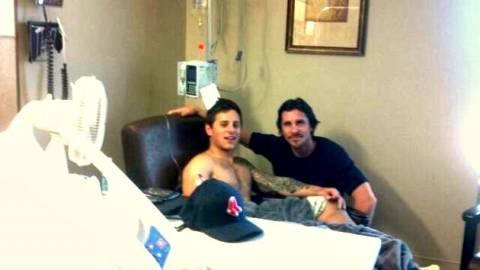 Τους τραυματίες στο Κολοράντο επισκέφτηκε ο Κρίστιαν Μπέιλ