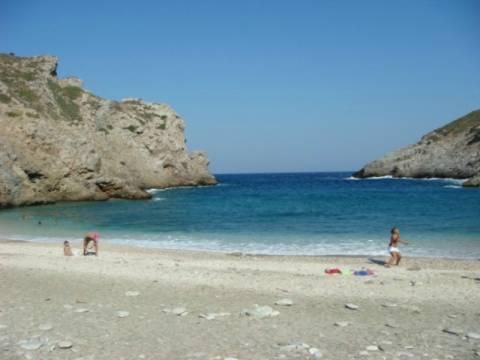Προσοχή! Οι 12 παραλίες της Αττικής που απαγορεύεται το κολύμπι