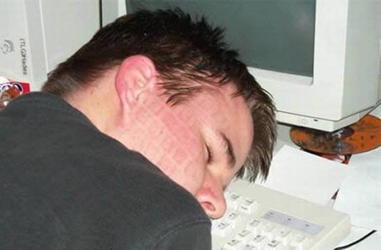 Αυτά είναι τα 12 σημάδια που δείχνουν εθισμό στους υπολογιστές