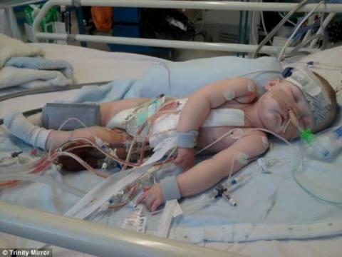 Συγκλονιστικό: Πατέρας αγωνίζεται για τη ζωή του 1 έτους παιδιού του