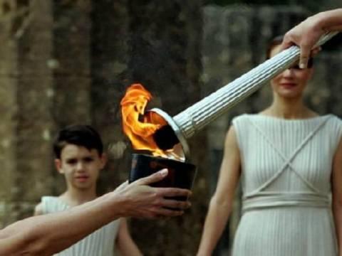 Φωτογραφία – ΣΟΚ: Δείτε πως... τιμούν οι Βρετανοί την Ολυμπιακή Φλόγα!